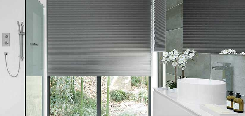 Runner pleated blinds